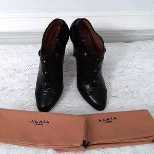 Alaia Shoes Boots Booties Leather  37 NWOB